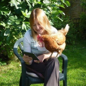 Primrose the Kindle-reading hen